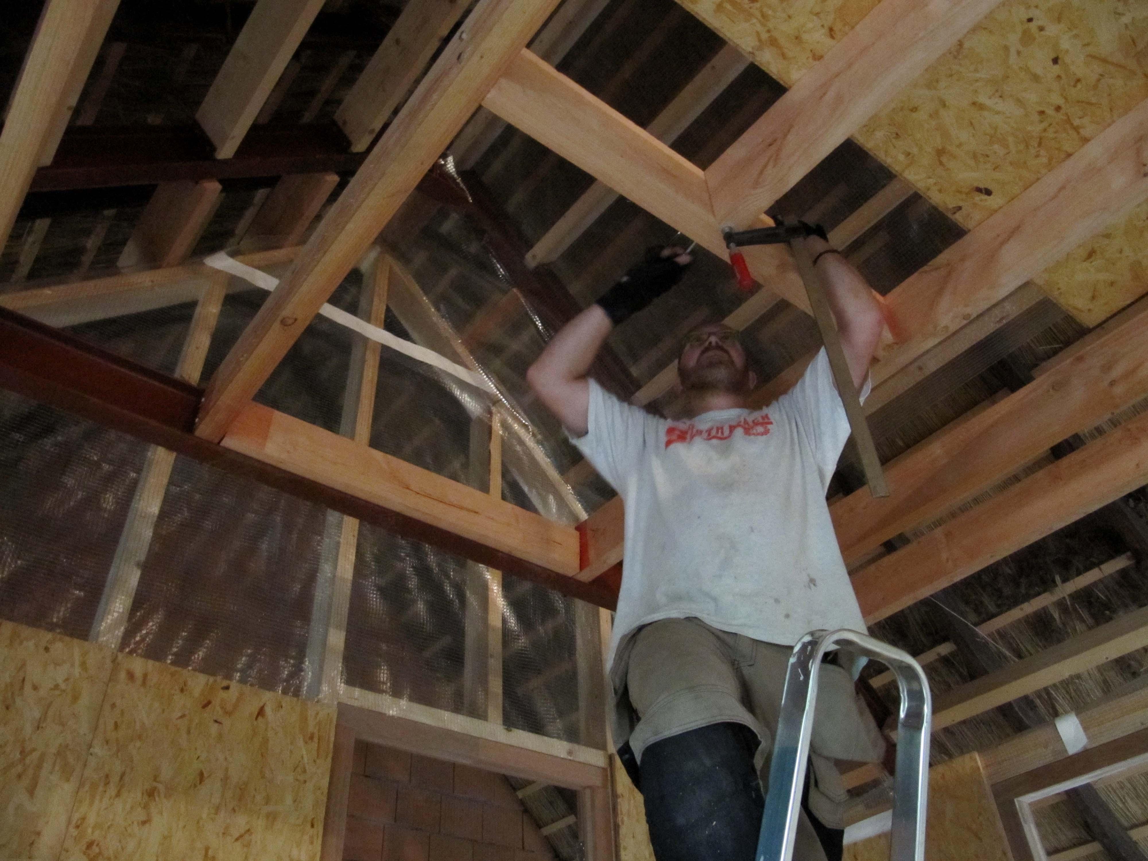 Gedonder op zolder   huis in huis in okkenbroek